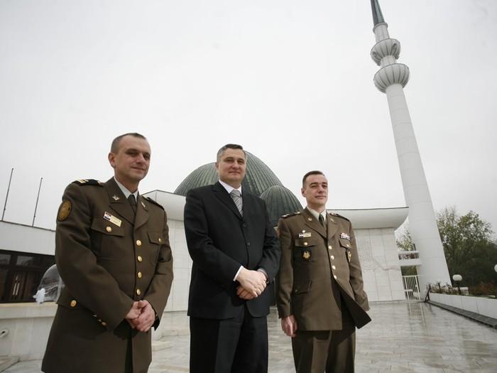 Vojna policija na obuci u zagrebačkoj džamiji