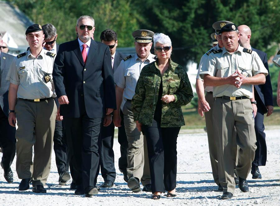 Predsjednica Vlade Jadranka Kosor posjetila Obučni centar vodiča i službenih pasa Vojne policije