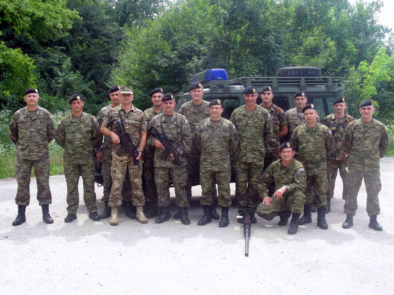 Razgovor sa crnogorskim dočasnikom na obuci u središtu VP za obuku za upućivanje u misiju ISAF ANA MP SCHOOL