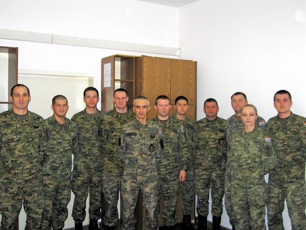 Vojnim policajcima dodijeljene službene značke  VP OSRH