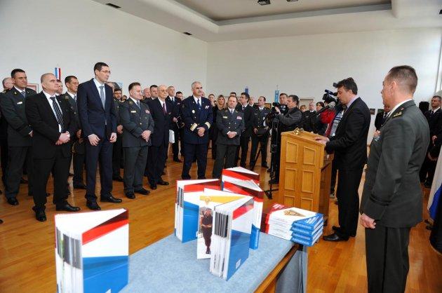 """Predstavljena knjiga """"Vojna policija u izgradnji i očuvanju mira"""
