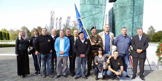 Memorijalni Vukovar  priča je o ljubavi i hrabrosti, o snazi i boli, o ljudskom dostojanstvu i pobjedi života